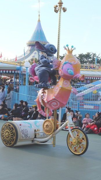 How often you saw Stitch riding a seahorse?