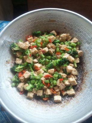Masukkan bahan sayuran, tambah saori dan garam