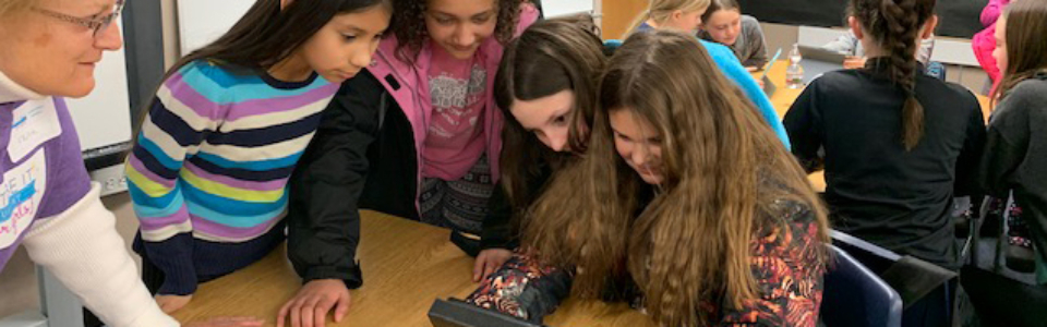 girls learning to code