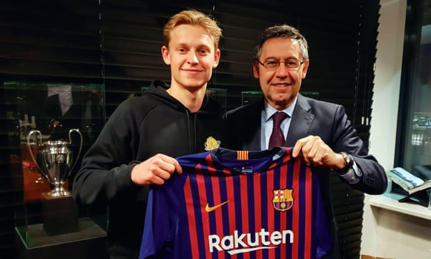 Barcelona Dapatkan Frenkie De Jong Dari Ajax!