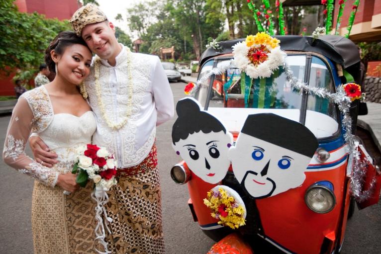 7 Alasan Pria Bule Suka Dengan Wanita Indonesia