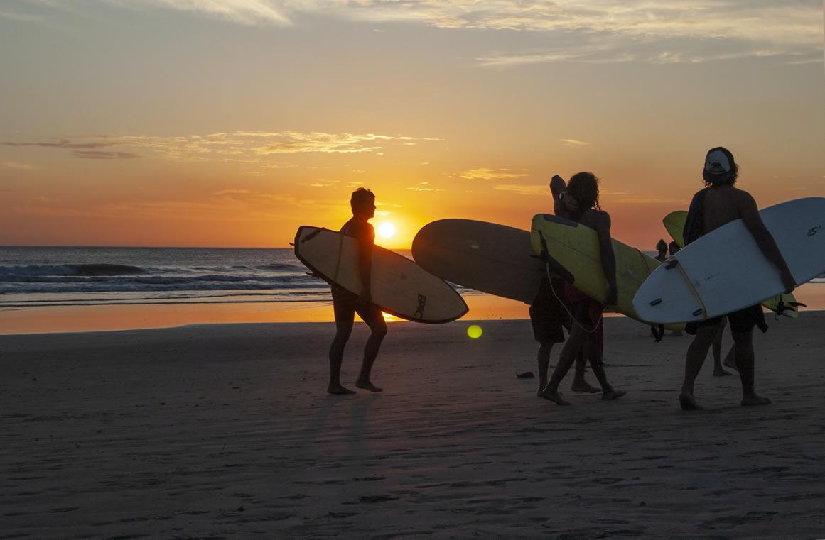 hacer surf en costa rica