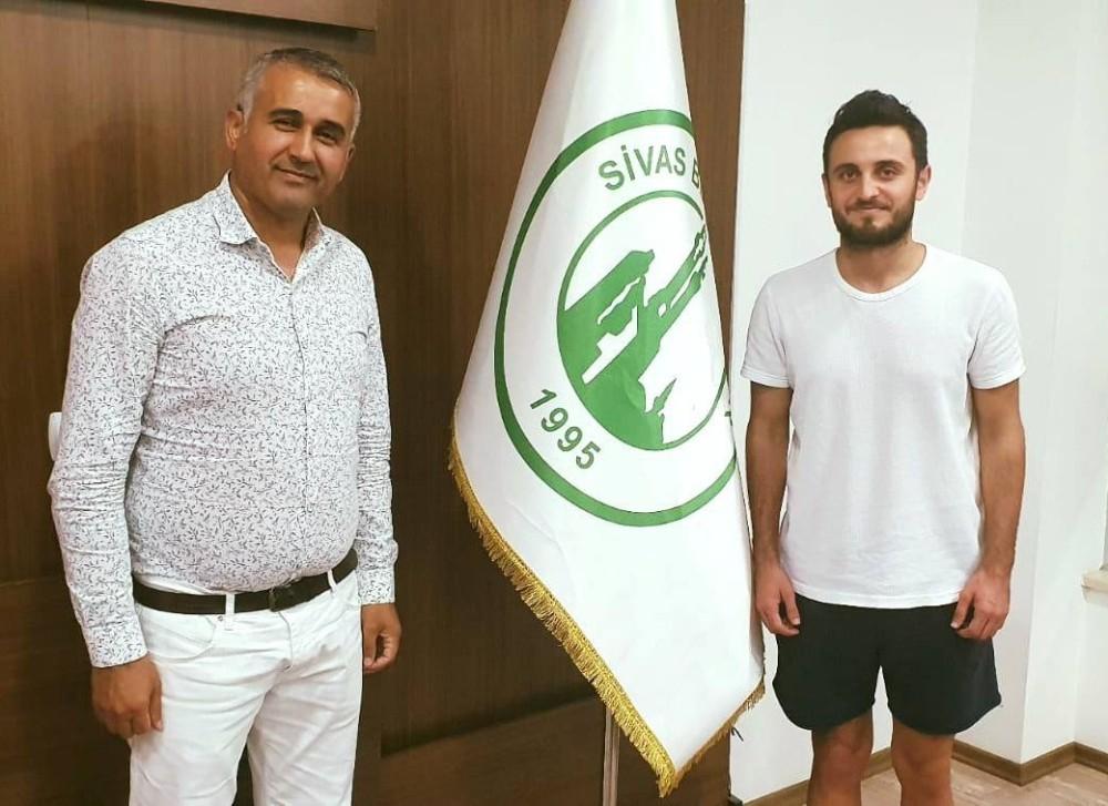 Sivas Belediyespor, Burak Aydın'ı transfer etti