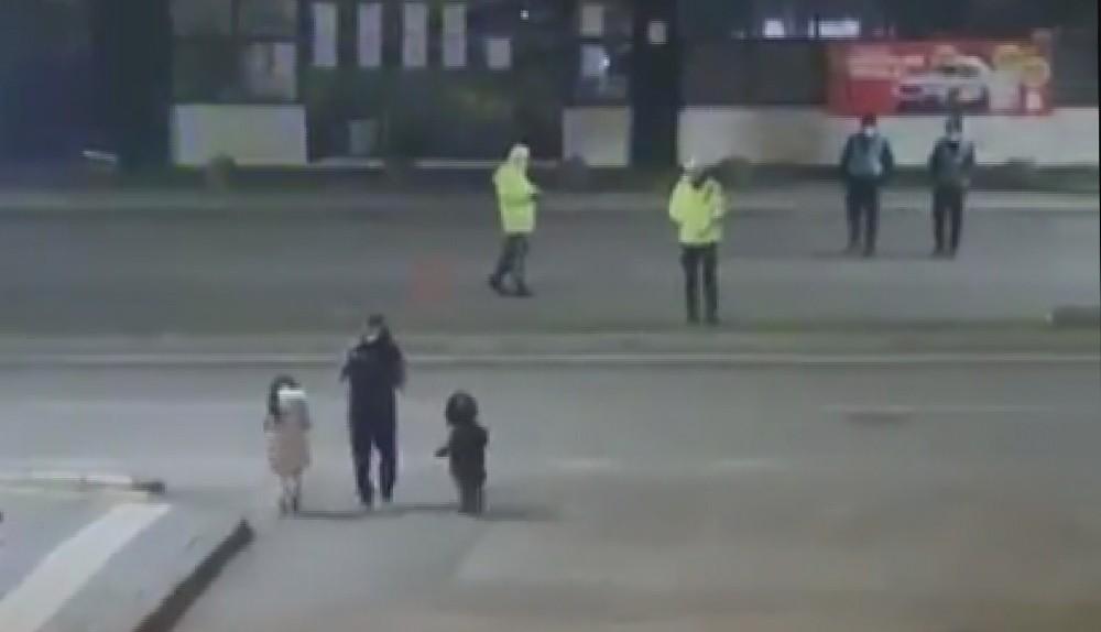 Sivaslı aile dondurucu soğukta uygulama yapan polis ekiplerini unutmadı