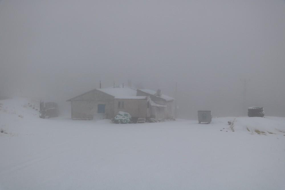 Sivas'ta yüksek kesimlerde sis ve kar