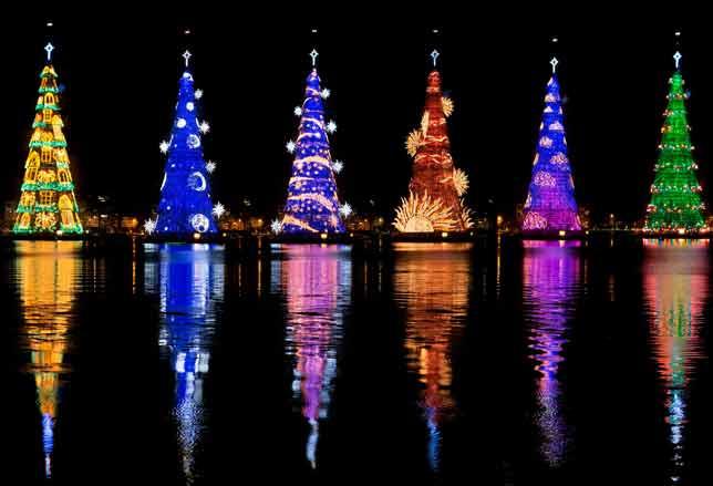 In italia, ormai da anni, ci aspettiamo luminarie natalizie bellissime e che possiamo sicuramente considerare tra le più belle del mondo. Natale In Giro Per Il Mondo Le Piu Belle Luminarie In Foto