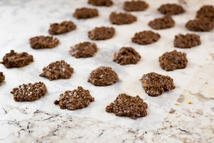 No Bake Cookies | No Bake Cookies Recipe | No Bake Cookies Recipe With Peanut Butter | 5 Minute Recipes Simple | No Bake Cookies Recipe Easy | Cookie Recipes Easy | 5 Minute Recipes | No Bake Cookies Oatmeal | Want to whip up a batch of these #goodies without having to turn on the oven during these hot #summer days? This is the perfect #recipe! #sixcleversisters