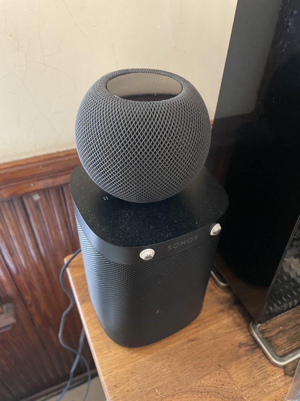 HomePod mini and Sonos One