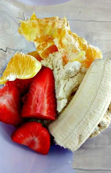 smoothie-recipe-how-to-make-a-strawberry-banana-smoothie-2
