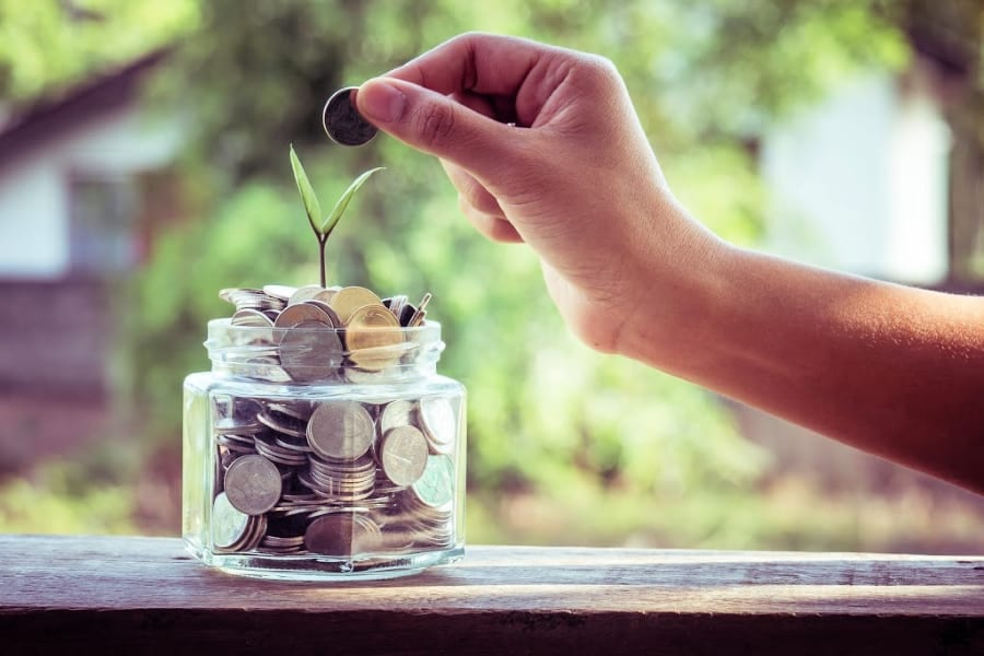 """I don't make enough money to survive"" - Do you find yourself always saying this? You are not the only one who is struggling to make ends meet. If you're finding yourself without enough money to live, use these budgeting tips to help make things easier for yourself."