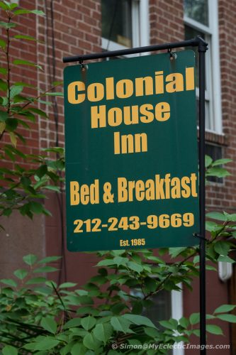 Sign outside theColonial House Inn (©simon@myeclecticimages.com)