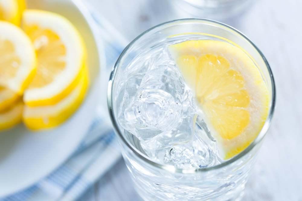 natural detoxification lemon water