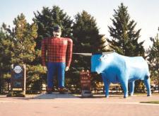 Paul_Bunyan_and_Babe_statues_Bemidji_Minnesota_crop