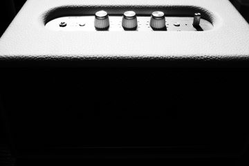 small guitar amplifier with dials representing a Morgan AC20