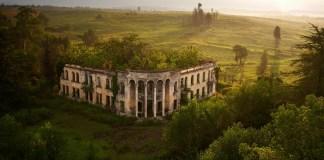 Gal'de Bir Okuldan kalıntı Abhazya