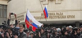 СМИ: 300 журналистов получили от Путина награды за Крым