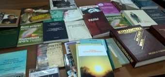 Заместитель председателя  Госсовета РТ Ратникова Р. А. передала в дар Музею журналистики  книги о профессии.