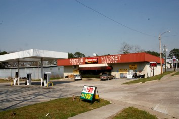 Piggly Wiggly Express, the only grocery store in downtown Doerun GA