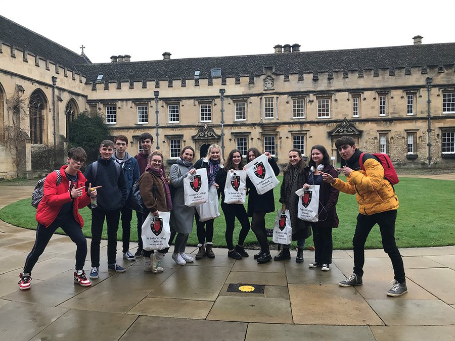 Photo of a school group in Front Quad at St John's