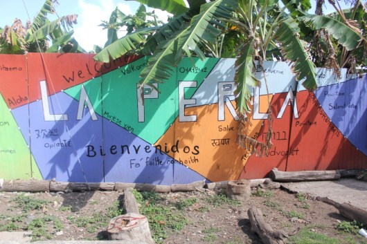 A colorful wall in La Perla marked with welcome greetings in Spanish (Nikita Mandhani/Medill)