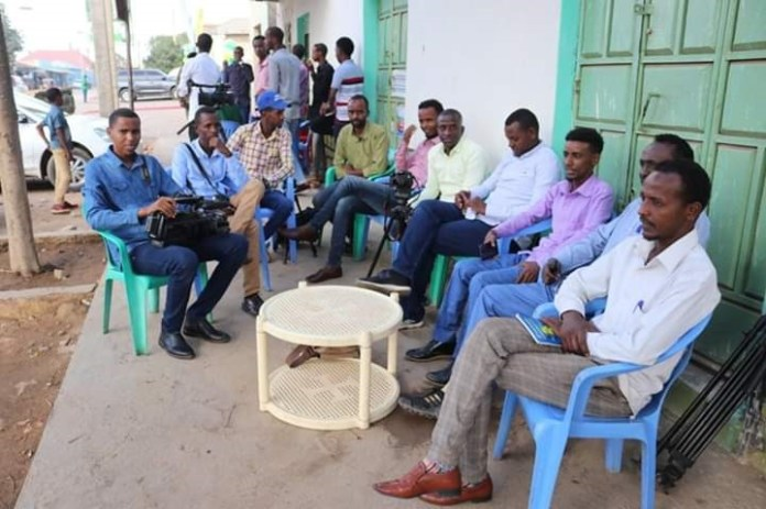 A group of journalists gather after they were barred from covering South West State event in Baidoa on 16 Jan, 2020. | Photo Courtesy/Arlaadi News.