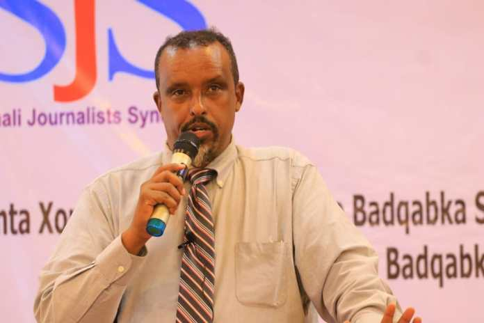 Galmudug State Minister of Information, Ahmed Shire Falagle delivers his speech during the end of a three-day training in Galkayo, Mudug on Thursday 9 September, 2021. | PHOTO CREDIT/SJS.