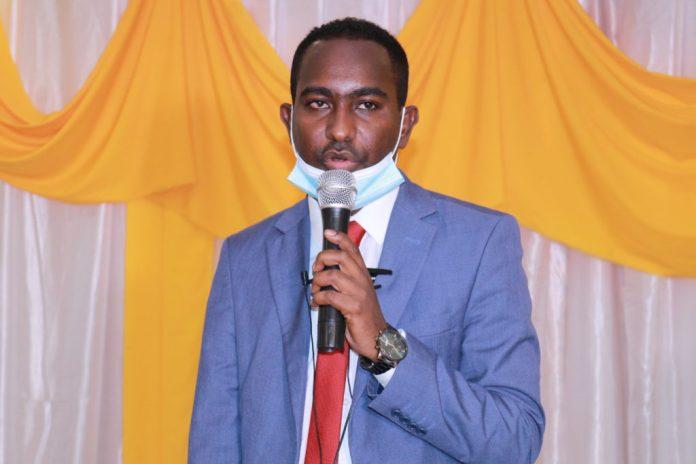 SJS Secreteray General, Abdallr Ahmed Mumin speaks after the signing the Memorandum of Understanding between SJS and SOMA in Mogadishu.