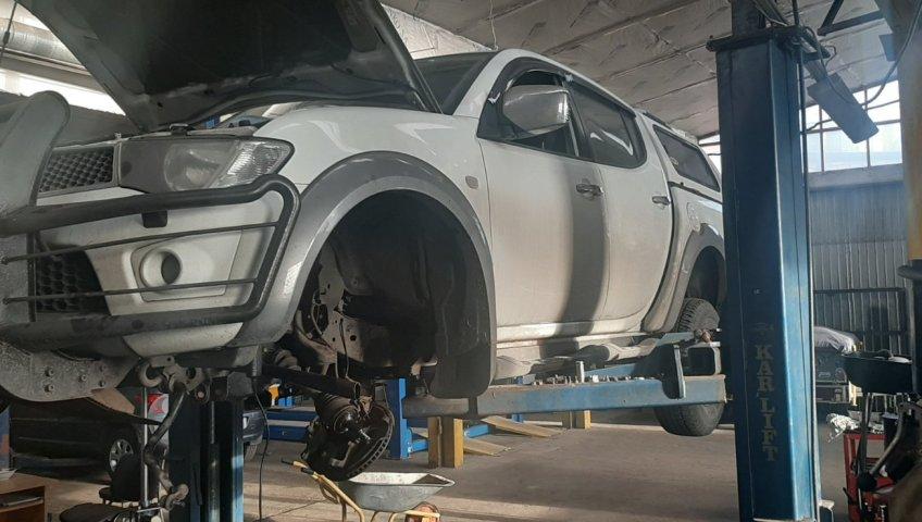 Замена, регулировка ручного тормоза Mitsubishi