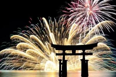 宮島水中花火大会2016穴場スポットとベストな場所取りは?