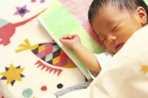 赤ちゃんの鼻づまりの原因と3つの解消法【夜もグッスリ】