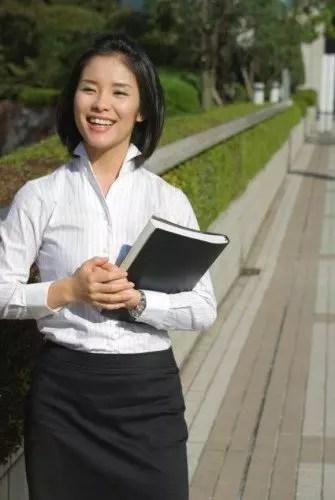女性への就職祝いプレゼント贈られて喜ばれるおススメ5選!