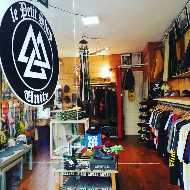 Read more about the article Arrivages de skateboards complets au Petit Shop Unity Eu (76)