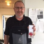 Den Kongelige Belønningsmedalje til Bjarne Hvid for 45 år hos Cosmos Trawl