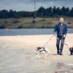 Fra 1. april skal strandhunden snørres