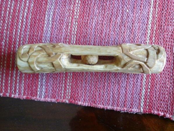 Malkavle med kulhus och slingror. Träslag: Björk