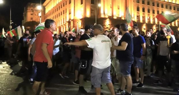 СДВР разпространи ВИДЕО от страховития екшън на протеста пред НС