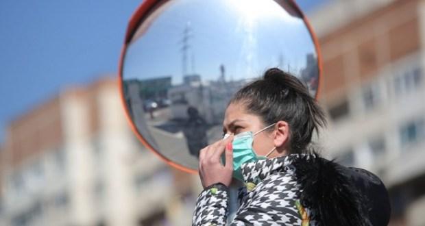 Лекари обясниха защо не трябва да носим маска в студено време