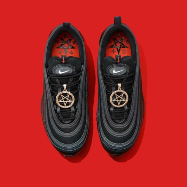 """""""Обувките на Сатаната"""""""