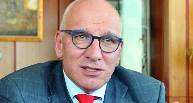 Левон Хампарцумян: Маса българи са неграмотни! Да благодарят че берат ягоди в ЕС!