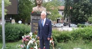ПОКЛОН! 93-годишен счетоводител направи сам паметник на Васил Левски в Смолян