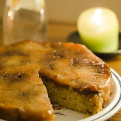Apverstas sūdytos karamelės obuolių pyragas