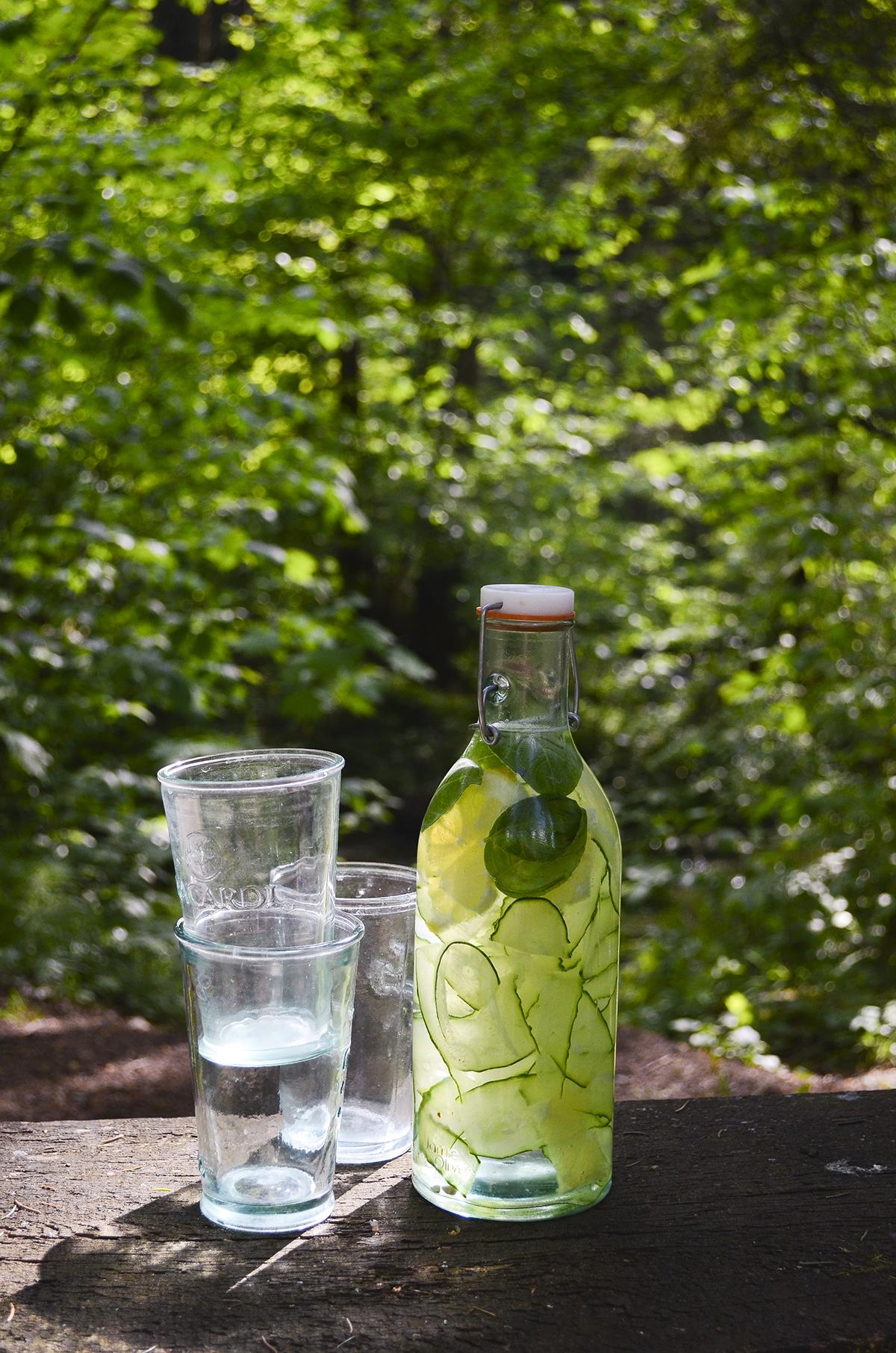 vanduo su agurkais skanios dienos