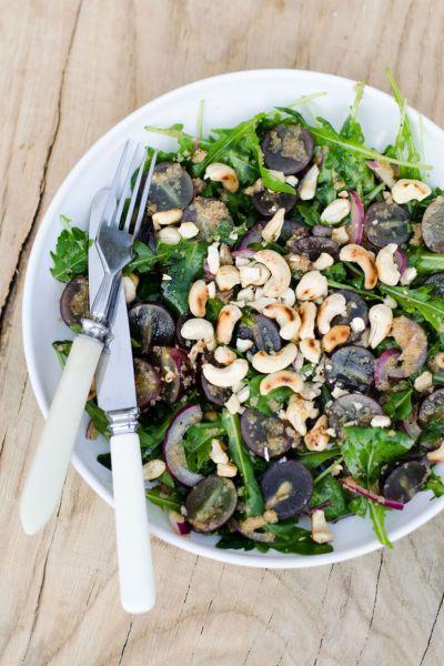 Vynuogių salotos su riešutais