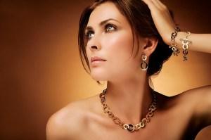 Как-правильно-носить-бижутерию-и-ювелирные-украшения-3