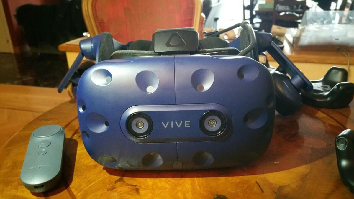 HTC Vive Pro headset to be priced at $800 / €879, preorders starting today