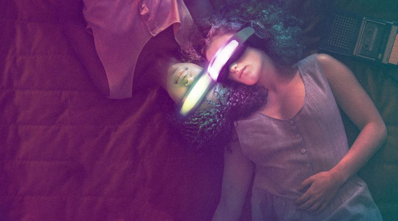 Kiss me first review virtual reality netflix