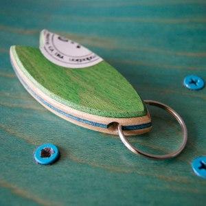 Skatan LLC - Surfboard Nyckelring Skateboarding Upcycling - Surfboard Nyckelring Skateboarding Upcycling