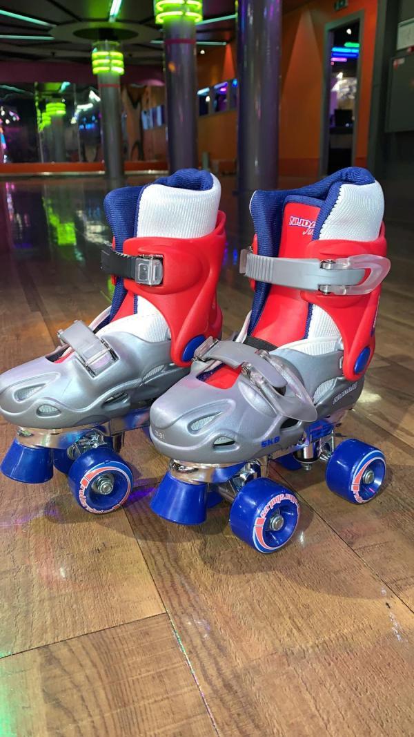 Blauwe kinder rolschaatsen 1