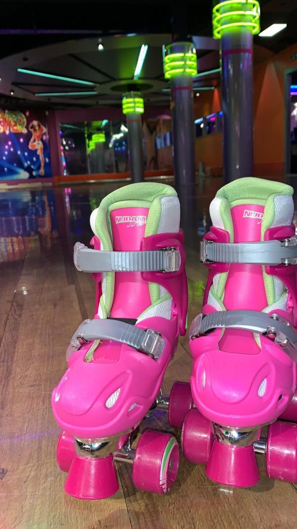 Roze kinder rolschaatsen 2