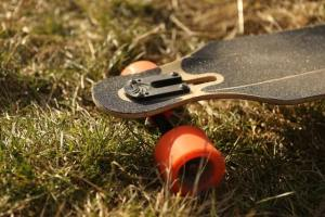 How to clean a longboard with a semi-permeable griptape